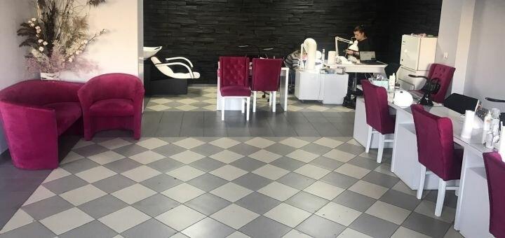Манікюр і педикюр з покриттям гель-лаком та парафінотерапією у салоні «Bozhena Beauty Studio»