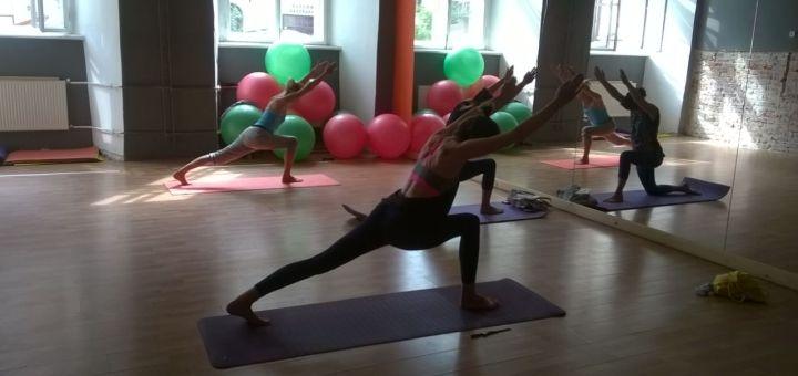 До 24 занять йогою в студії «Йога центр»