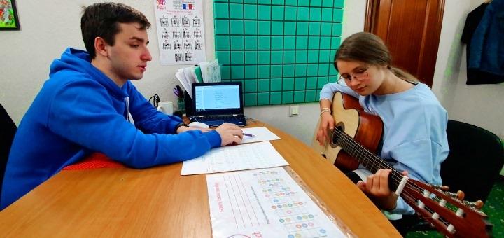 До 8 индивидуальных занятий игрой на гитаре в творческой студии «YAProject»