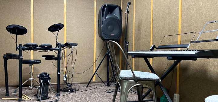 До 4 индивидуальных уроков вокала, игры на гитаре, барабанах или фортепиано в «Maestro Music»