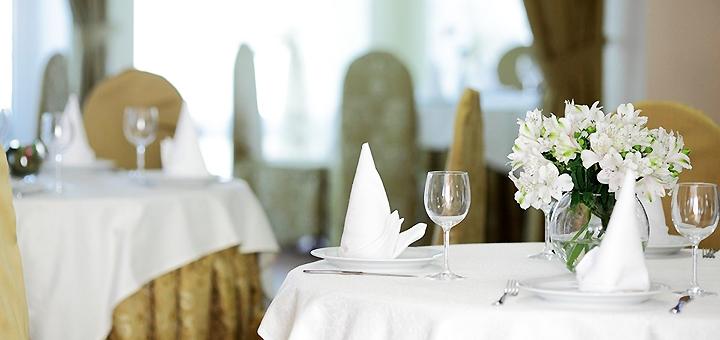 От 2 дней отдыха с завтраками и сауной в комплексе «Княжий Двор» в отеле «Анаитта»