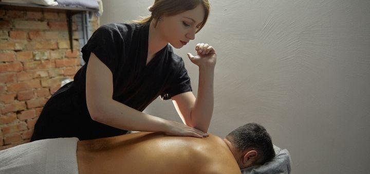 До 5 сеансов глубокотканного массажа всего тела в барбершопе «Mr.Colt»