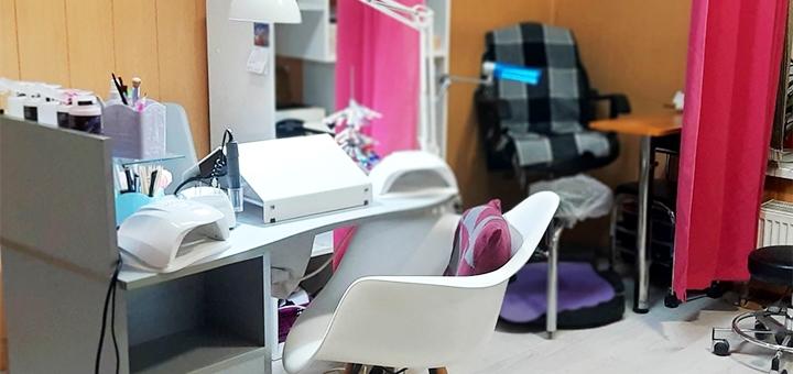 Маникюр и педикюр с покрытием гель-лаком в студии маникюра «LadyDi»
