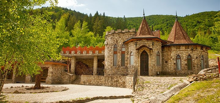 От 3 дней отдыха с питанием в туристическом комплексе «Маєток Сокільське» в Карпатах