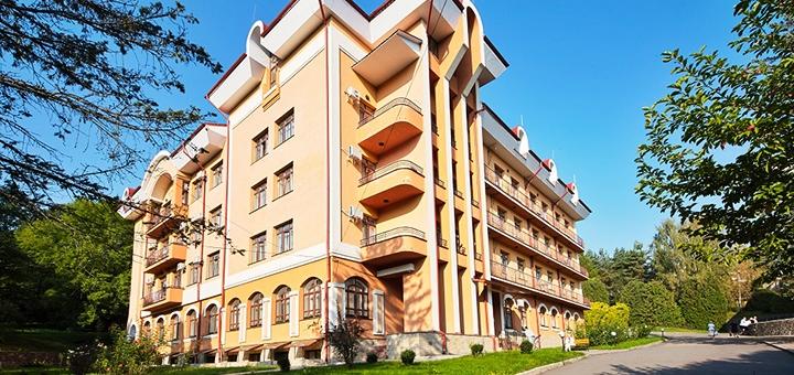 От 8 дней лечебного отдыха с питанием в санатории «Кришталевий палац» в Трускавце