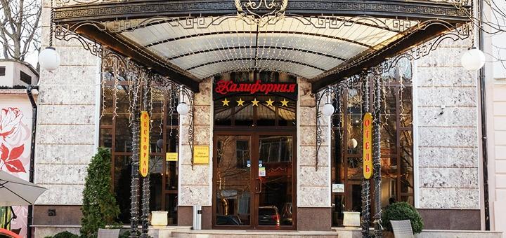 От 2 дней с завтраками в отеле «Калифорния 5*» в центре Одессы на Черном море