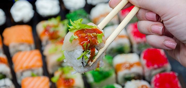 Скидка 56% на суши-бокс «Дорадо Микс 1 кг» от сети магазинов «BuduSushi»