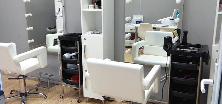 Сложное окрашивание волос, растяжка цвета и стрижка кончиков в салоне красоты «Persona»