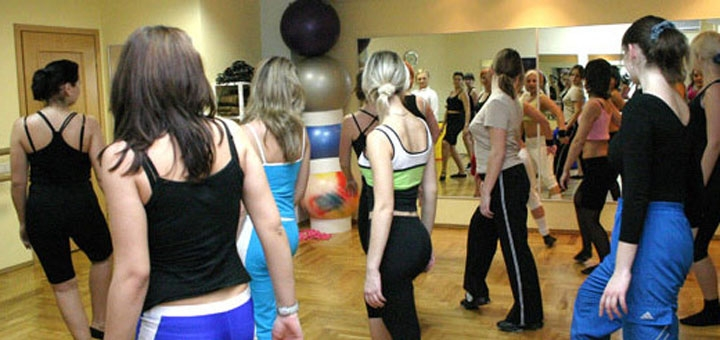 До 16 занятий латиноамериканскими танцами в фитнес-клубе «FitMotion»