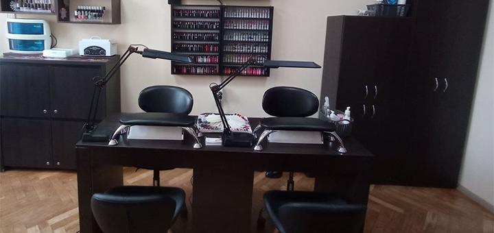 Маникюр и педикюр с покрытием гель-лаком в студии маникюра «Nogteff»
