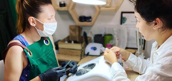 Комбинированный или аппаратный маникюр и педикюр с покрытием гель-лаком в «Green Bar»