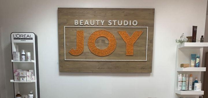 Женская стрижка с укладкой волос в студии «Beauty Studio JOY»