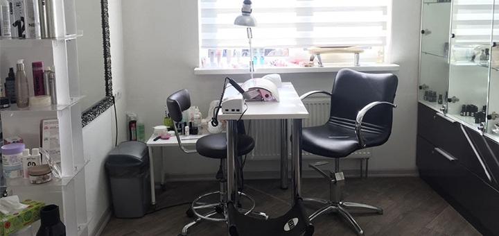 Маникюр и педикюр с однотонным покрытием гель-лаком в салоне красоты «Neko»