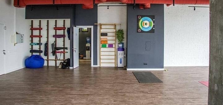 До 10 индивидуальных занятий йогой или флай йогой с тренером в «Zen Yoga Studio»