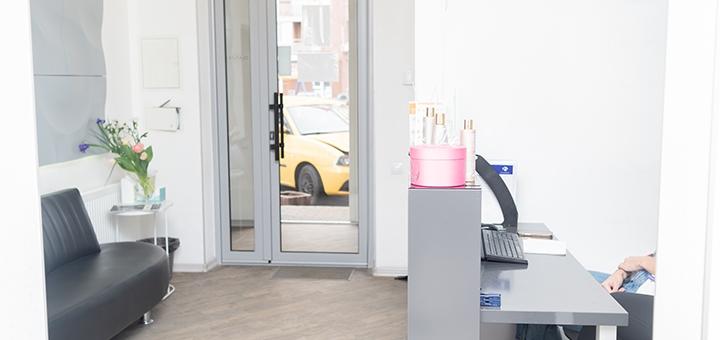 Мужская модельная или машинная стрижка волос c укладкой в салоне красоты «Neko»