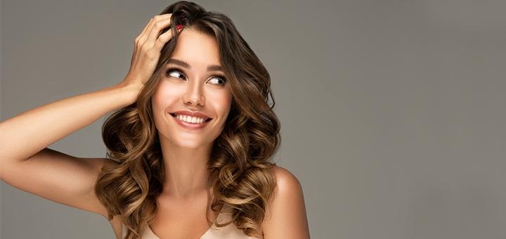 Стрижка, укладка и окрашивание волос в один тон в студии «Compliment»