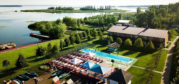 От 1 дня с завтраками и ужином в загородном комплексе «Берег» на берегу Днепра под Полтавой