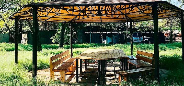 От 3 дней в июне с завтраками и бассейном на базе отдыха «Зеленый Кампус» в центре Одессы