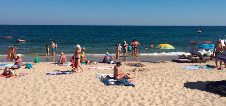 От 3 дней в июне и июле на базе отдыха «Маяк» в Затоке на первой линии Черного моря
