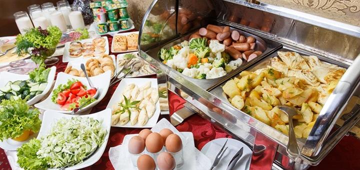 От 2 дней отдыха в мае с завтраками в отеле «Калифорния 5*» в центре Одессы на Черном море