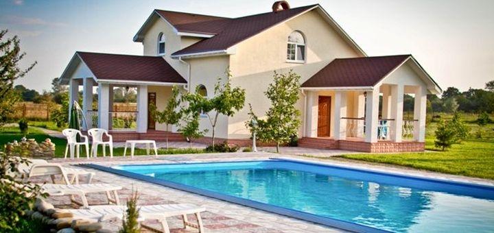 От 2 дней загородного отдыха с бассейном на вилле «Villa Velsi» в Житомирской области