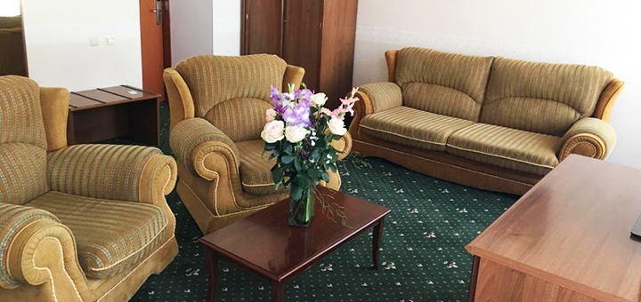 От 2 дней в мае и июне с завтраками и посещением бассейна в отеле «Морской 4*» в Одессе