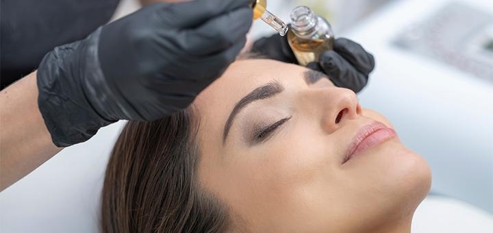Удаление татуажа или перманентного макияжа ремувером в студии «All dolls»