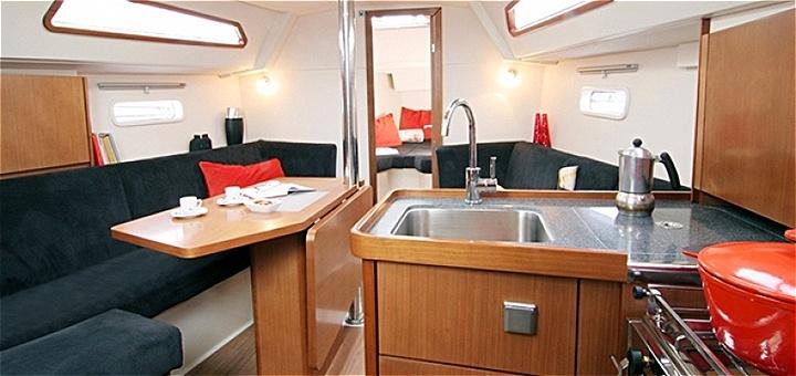 Скидка 37% на романтическое путешествие по Днепру на яхте VIP-класса от «Я на Яхте»