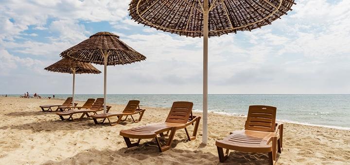 От 3 дней отдыха в июне с завтраками и бассейном в отеле «Ковчег» в Затоке на Черном море