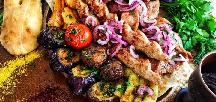 Мясные сеты с домашним вином, чачей или коньяком  в ресторане грузинской кухни «Хванчкара»