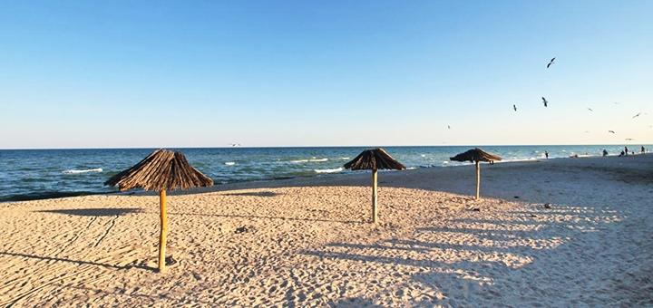От 3 дней отдыха в мае с бассейном на базе отдыха «Ромашка» в Кирилловке на первой линии моря