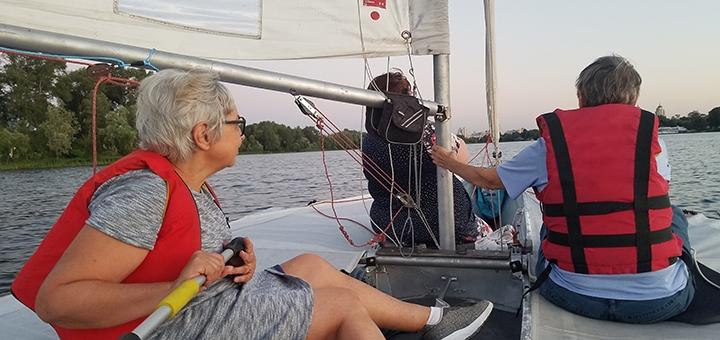 Скидка до 42% на прогулки по Днепру на яхте с обучением от мастера спорта от «YachtTeam»