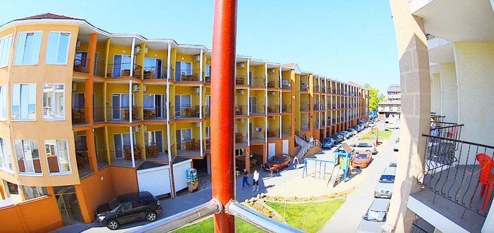 Бархатный сезон с 28.08 по 25.09! До 11 дней отдыха для двоих в курортном комплексе «Парус» в Затоке!