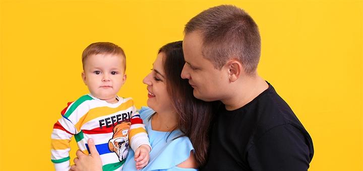 Выездная или студийная семейная или детская фотосессия от фотостудии «Контраст»