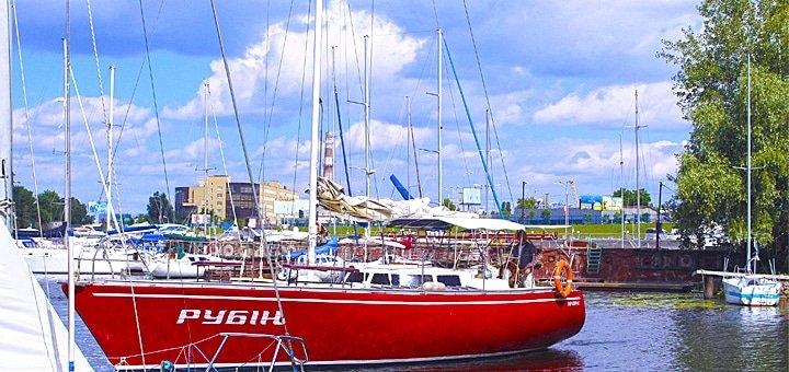 Скидка до 51% на трехчасовую или десятичасовую прогулку на парусной яхте «Рубин»