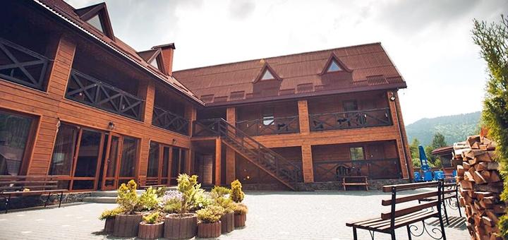 От 3 дней отдыха с завтраками и бассейном с подогревом в отеле «Шале Фільварок» в Славском